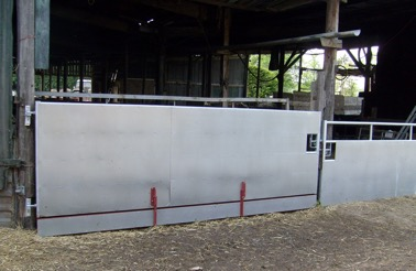 Badger proof gates on farm buildings - TB Hub